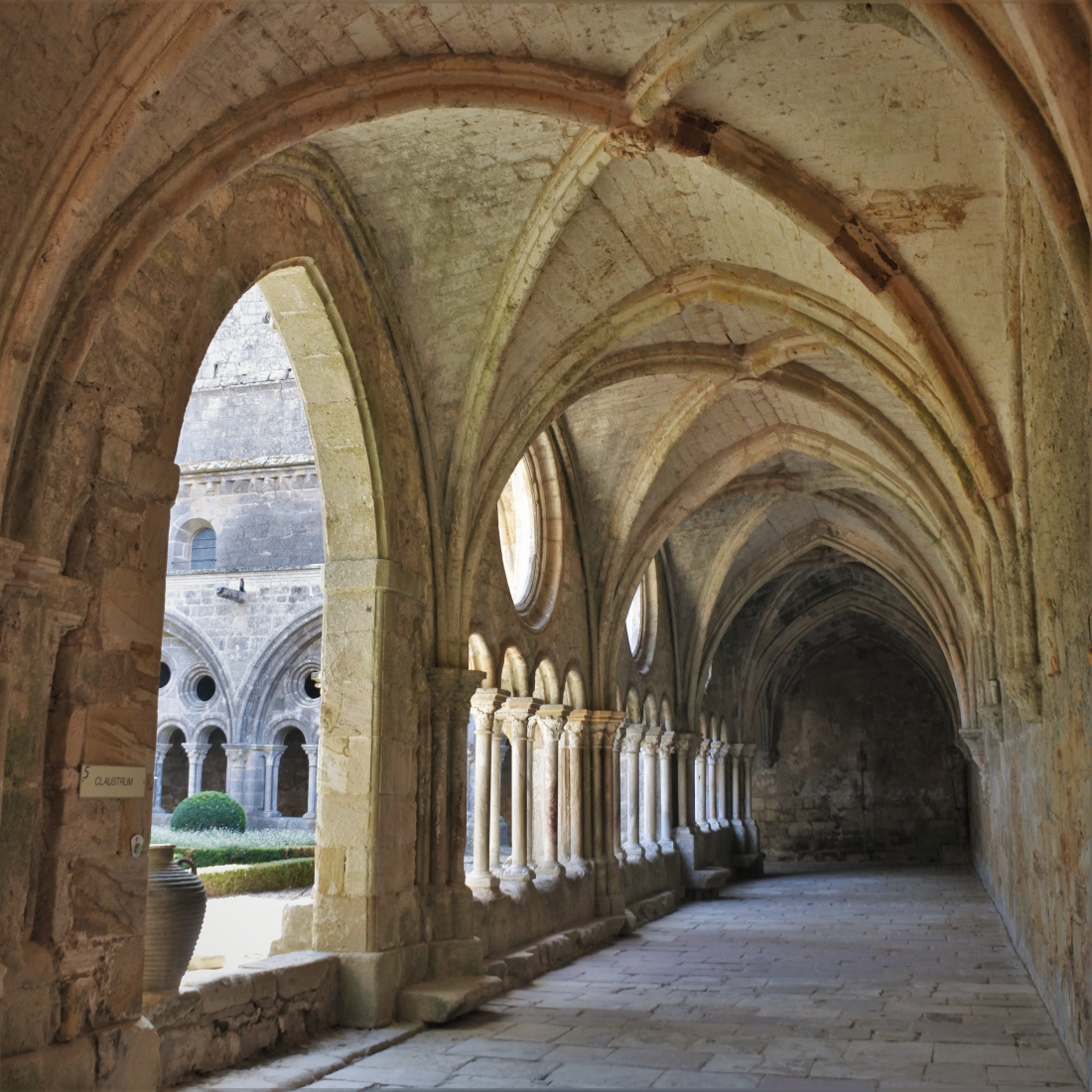 Abbaye de Fontfroide ©1MP2-1